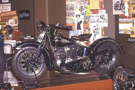 harley davidson custom bike chaplin ein bericht von winni. Black Bedroom Furniture Sets. Home Design Ideas